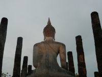 Chanter la chanson du Roi Louis dans les ruines de Sukhothai